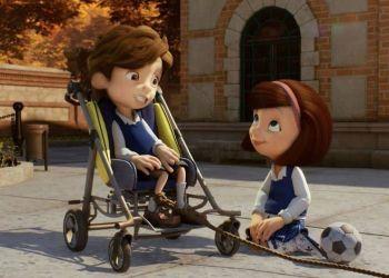 Niño en silla junto a niña