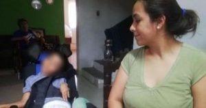 Iker Fuentes junto a su madre. Foto: Facebook