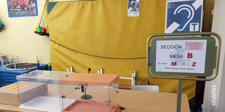 Bucle magnético instalado en una mesa electoral