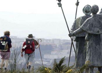 Dos personas haciendo el Camino De Santiago