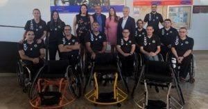 Equipo baloncesto con las sillas de ruedas donadas por la Fundación ONCE