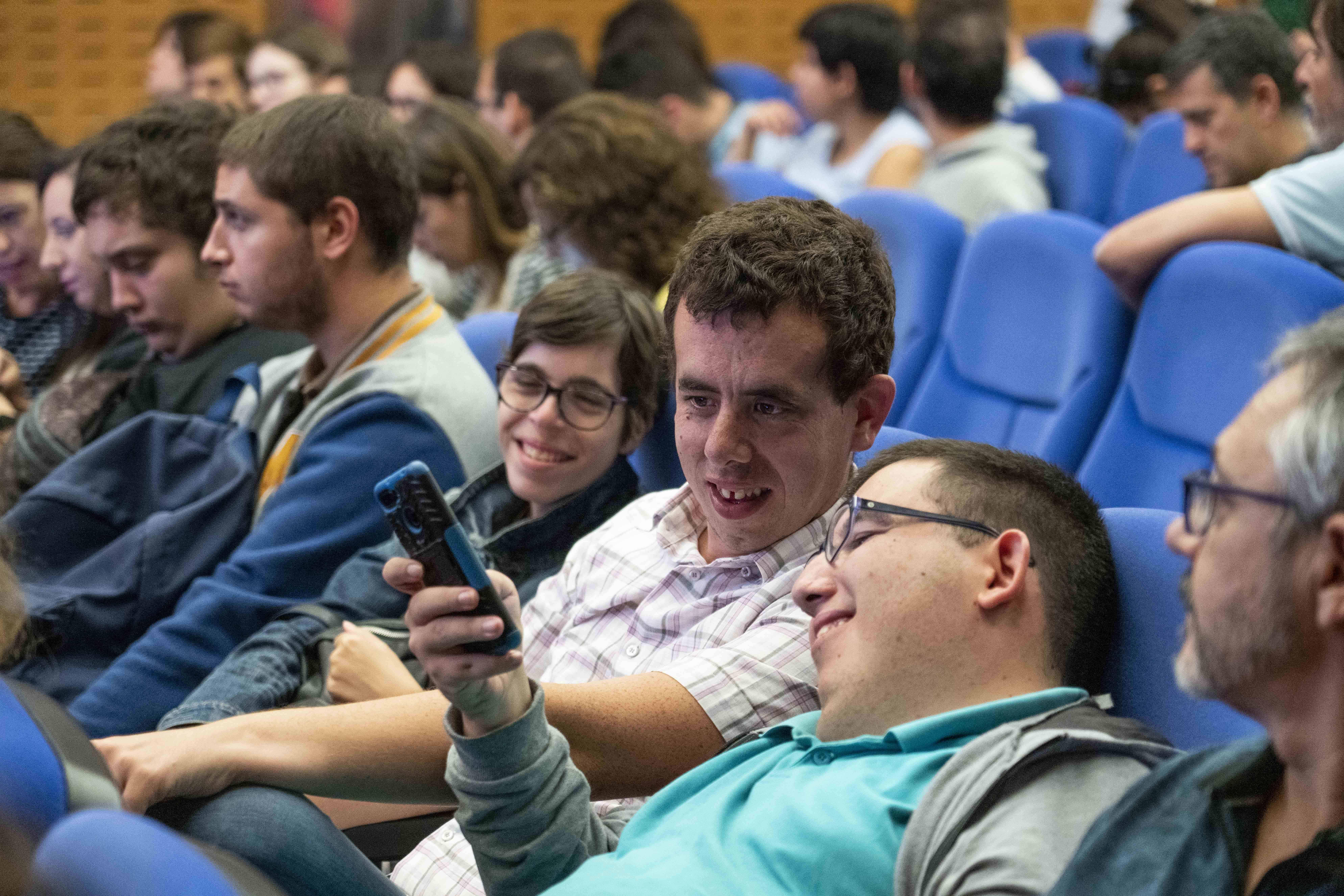 Alumnos en la presentación