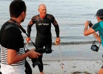 Carmelo Santana al Muelle de San Cristóbal en la vuelta a nado / Norte Gran Canaria