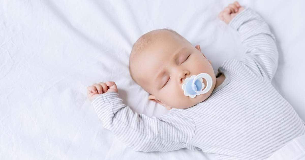Niña pequeña dormida, sueño