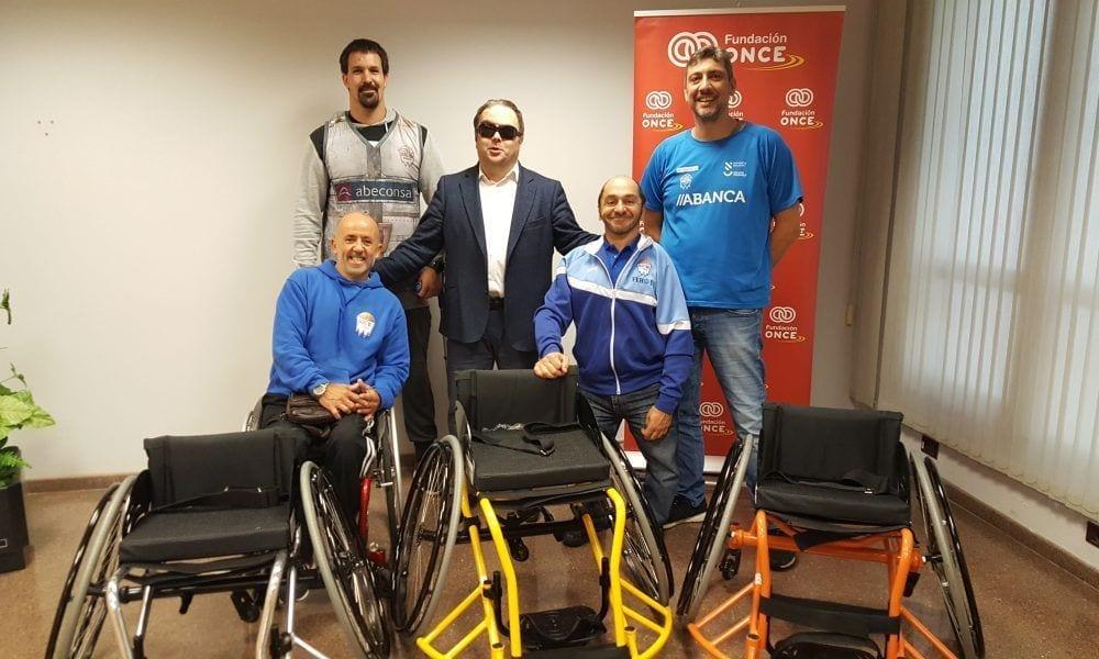 Entrega de sillas al Club BSR Ferrol