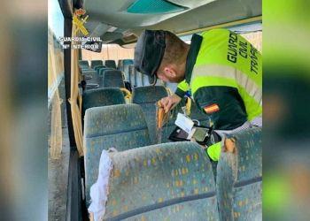 Guardia Civil en el autobús
