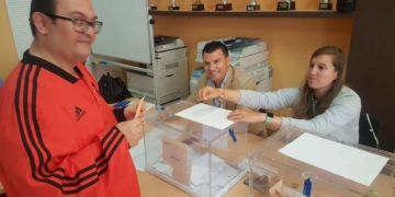Usuario de Aspanies votando