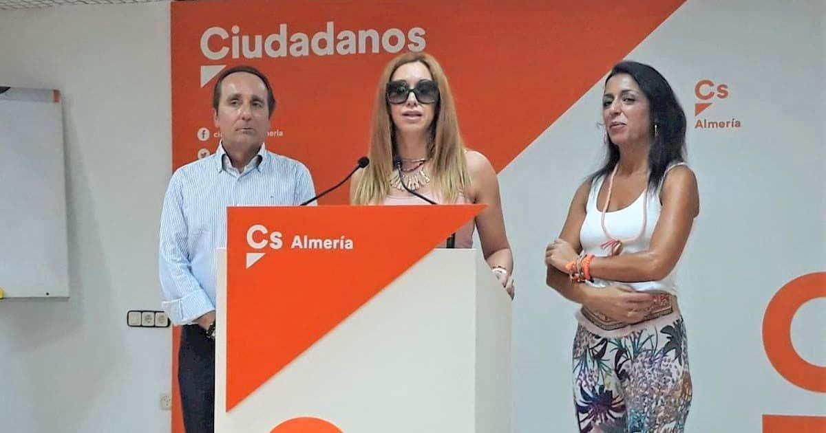 Mercedes López junto a Marta Bosquet y Andrés Samper en una rueda de prensa | Foto de EuropaPress