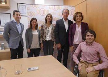 Portavoces del CEDDD con las representantes del Partido Popular.