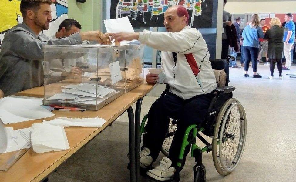 Tomás Morgado votando por primera vez