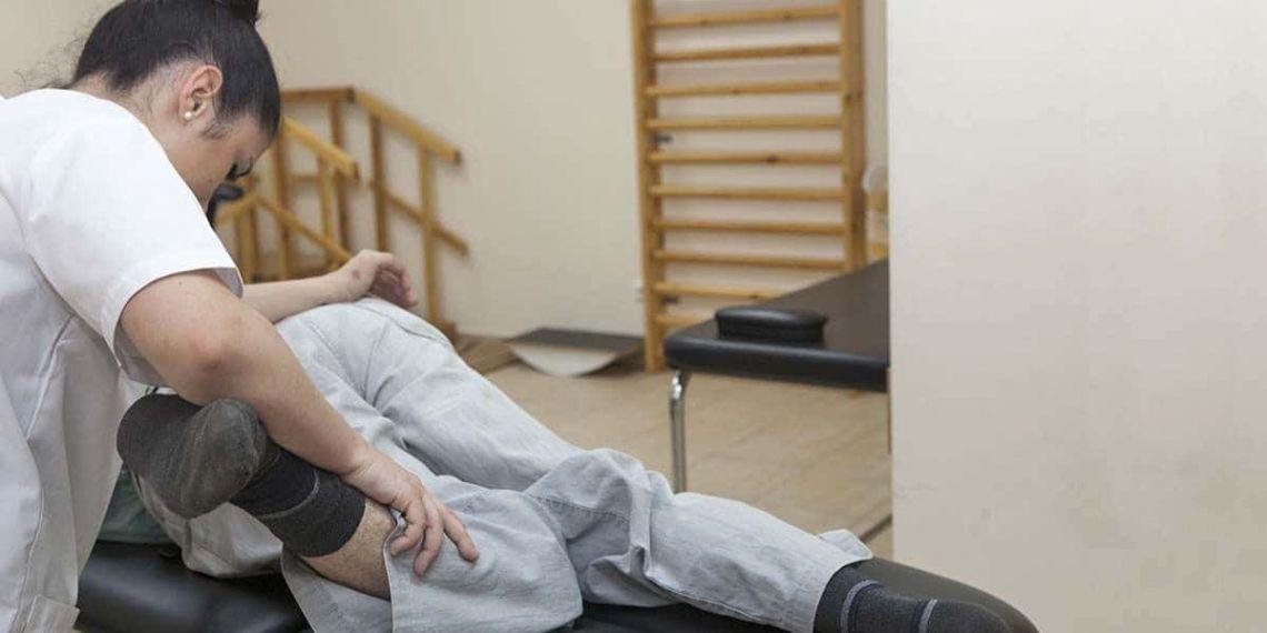 Paciente de esclerosis múltiple en rehabilitación