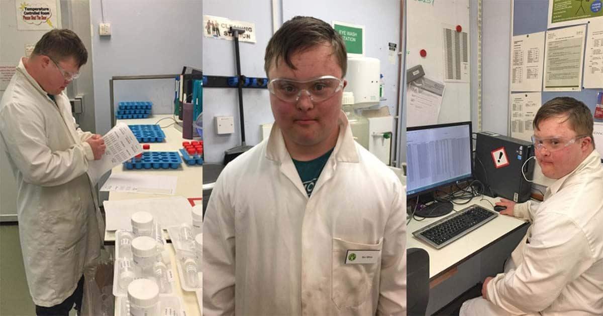 Ben con sindrome de down en laboratorio trabajando