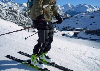 Esquiador con exoesqueleto