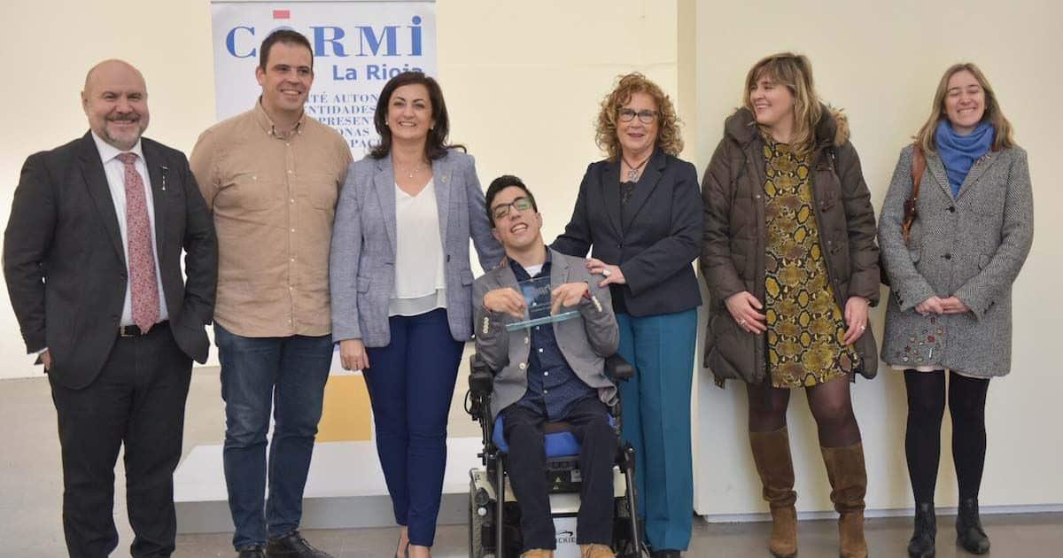 El joven Álex Dominguez que fue levantado por el público en un concierto heavy recibe el 'Premio Cermi.es 2019'