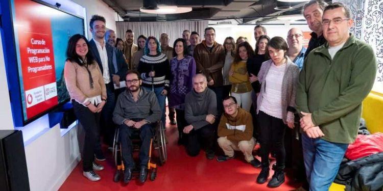 Foto grupal con estudiantes