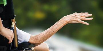Persona mayor con discapacidad
