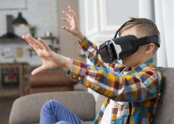 Niño con gafas de realidad virtual creado por freepik - www.freepik.es