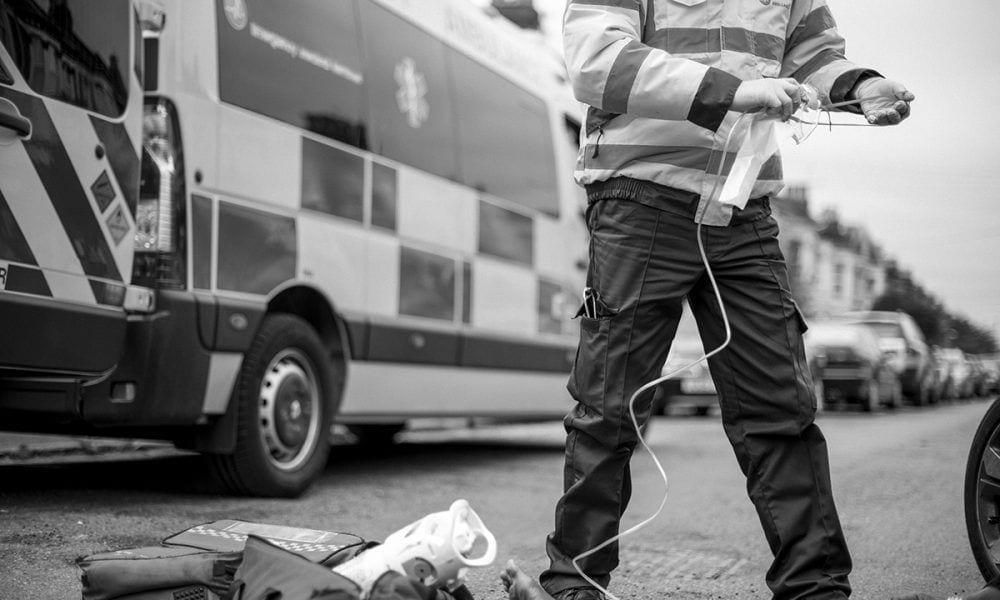 Médicos atendiendo un accidente