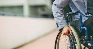 Usuario en silla de ruedas