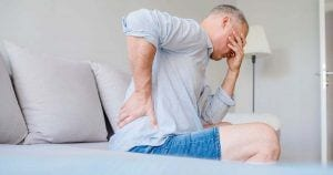 Hombre con dolor en la espalda