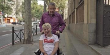 Alberto Chicote con una de las protagonistas de 'Auténticos', el nuevo programa de laSexta