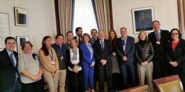 Representantes del CEDDD con Ana Pastor