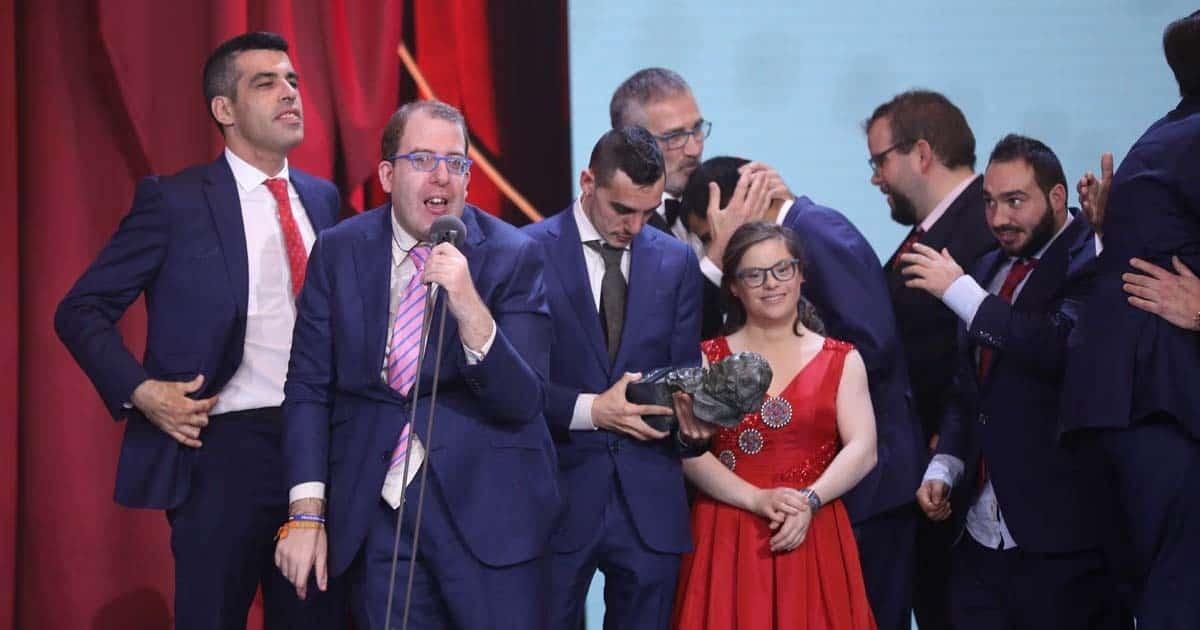 Actores de Campeones recibiendo los premios Goya en 2019