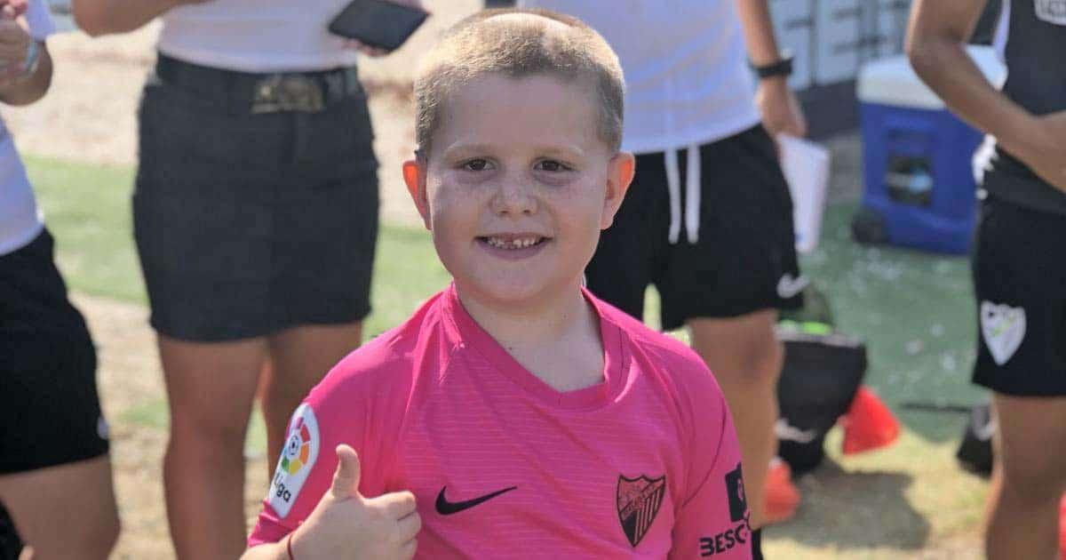 El pequeño Cristian Ruiz con la camiseta del Málaga CF