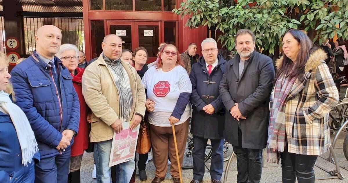 El Banco Sabadell, propietario de la vivienda, va a dejar a Dolores fuera de una casa adaptada a su discapacidad