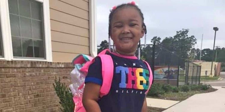 Kinley , la pequeña con parálisis cerebral que inspira a millones de personas aprendiendo a andar