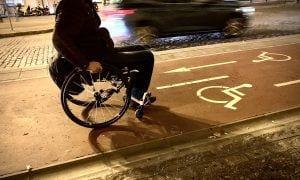 Usuario de silla de ruedas discapacidad