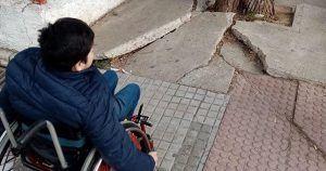 Falta de accesibilidad junto a un colegio en Jerez de la Frontera