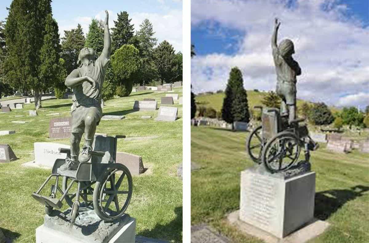 lápida niño en silla de ruedas
