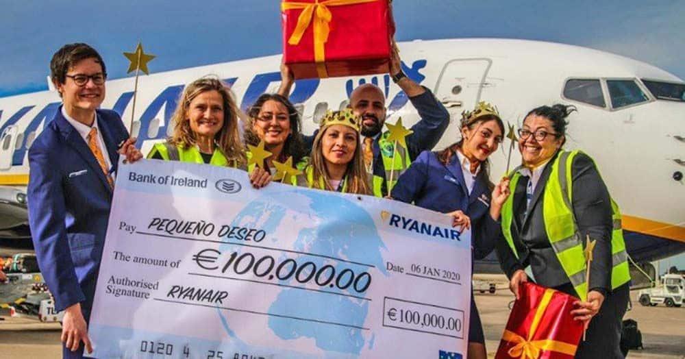 Ryanair dona 100.000 euros a la Fundación Pequeño Deseo para ayudar a niños enfermos a cumplir sus deseos