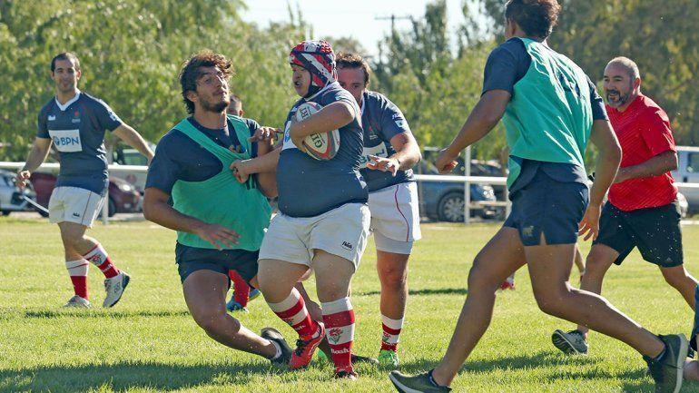 Agustín con Síndrome de Down jugando al rugby