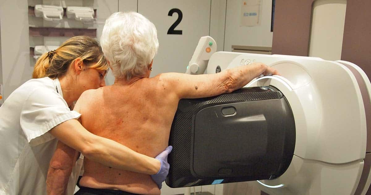Realizan la primera biopsia de mama guiada por mamografía con contraste en España