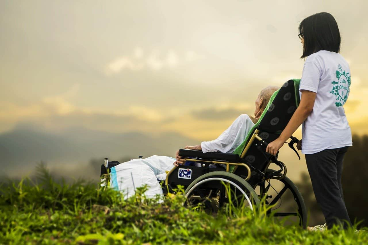 Daño cerebral - asistente - discapacidad