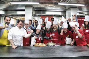 Nueve personas con discapacidad participan en un taller de inserción laboral impartido por el chef Martín Berasategui