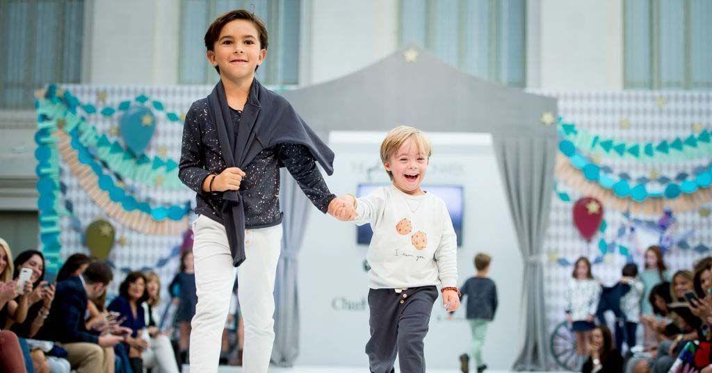 Niño con síndrome de Down en la Petit Fashion Week de Madrid
