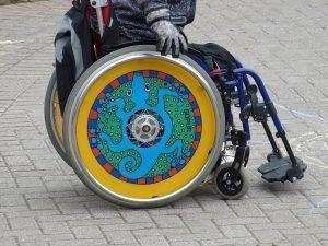 Niño con discapacidad - Silla de ruedas