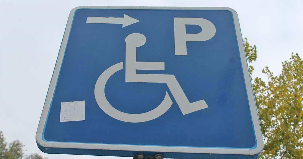 Señal de aparcamiento reservado para personas con movilidad reducida