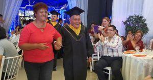 Alejo durante el acto de graduación