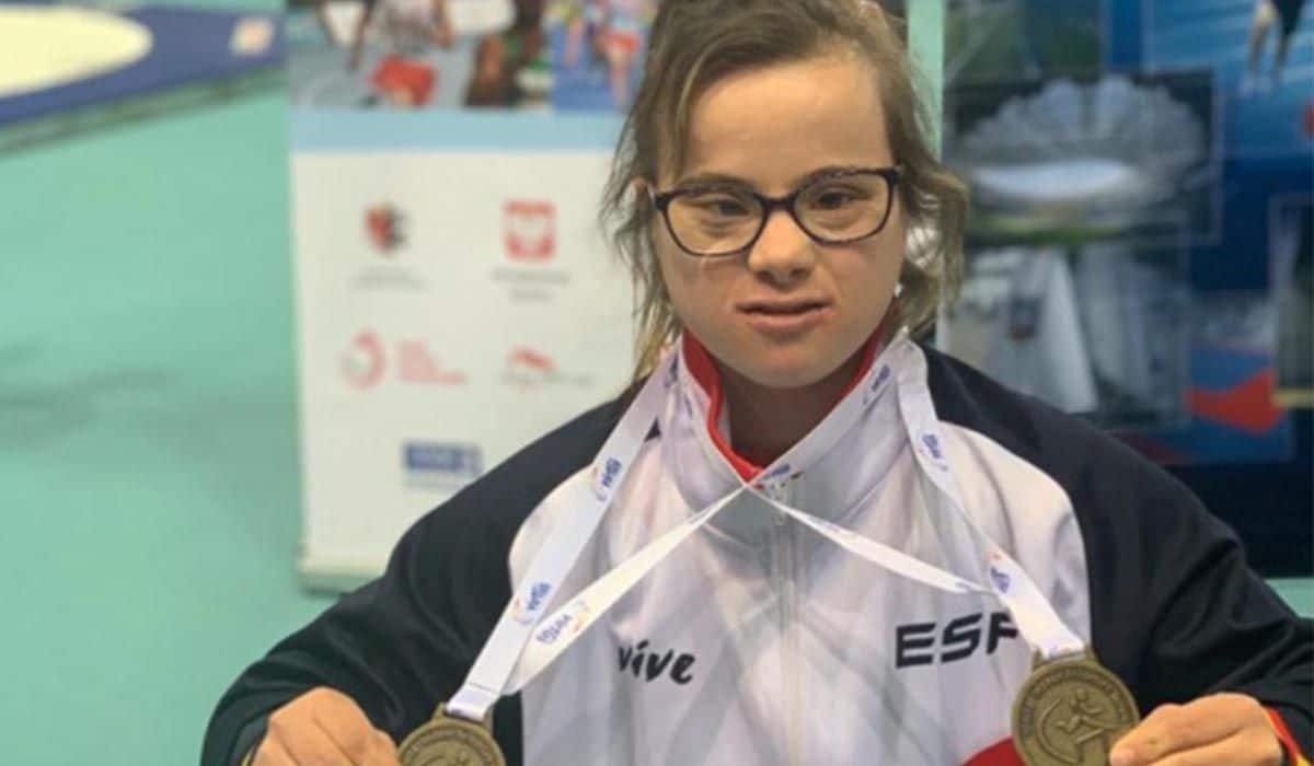 Blanca Betanzos junto a las dos medallas lograda. Foto: Facebook