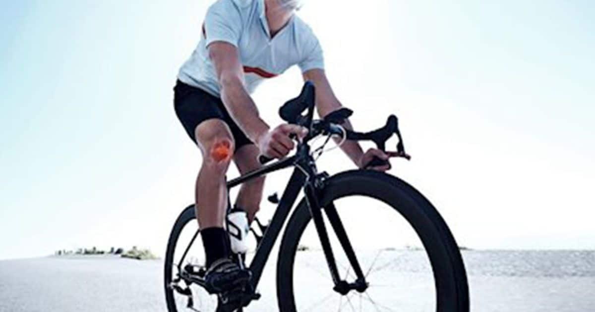 Ciclista montando en bici.