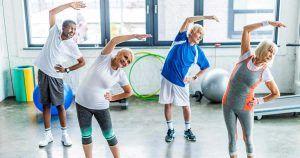 Personas realizando ejercicio aeróbico
