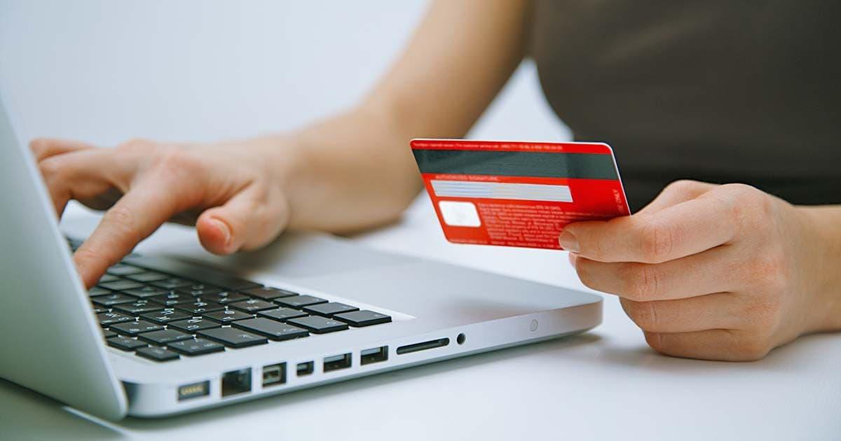 Estafa con la tarjeta de crédito a un anciano con Alzheimer