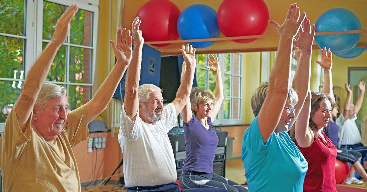 Personas mayores haciendo ejercicio físico