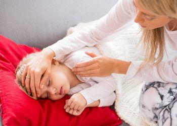 Niña con síntomas de meningitis