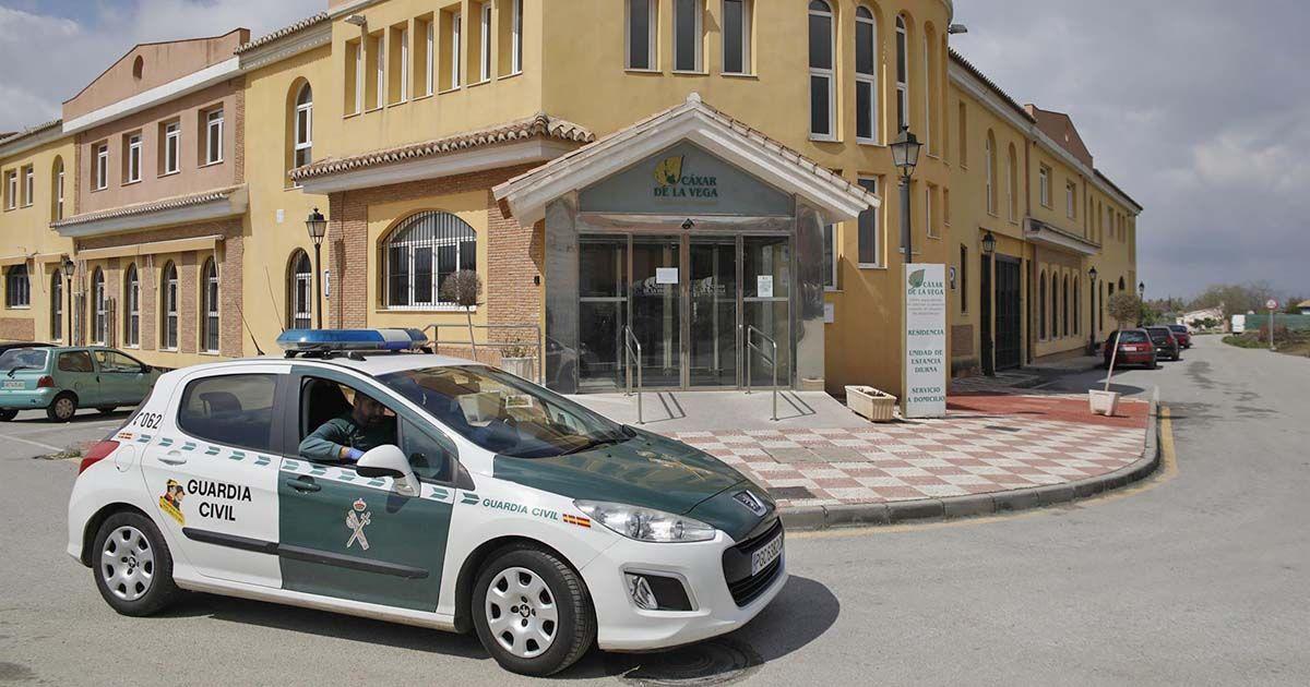 La UME desinfecta la residencia de ancianos Cajar Granada