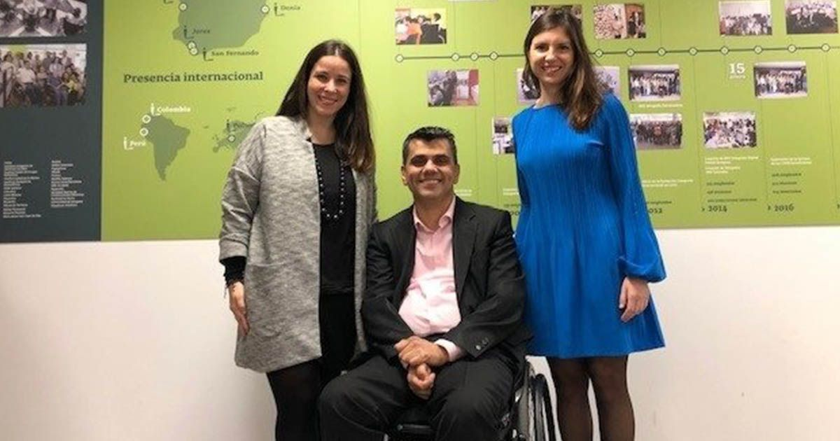 Miembros de Catenon y Fundación Integralia tras firmar el acuerdo para mejorar la inserción en personas con discapacidad